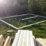 свайный фундамент с обвязкой деревянным брусом