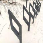 забор для парковки велосипедов в парке