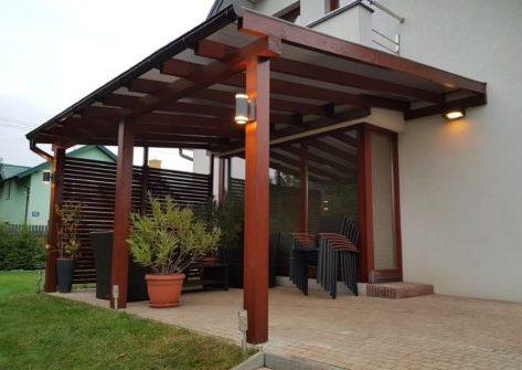 Деревянный навес для фасада дома