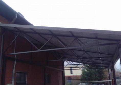 Односкатный навес для фасада дома