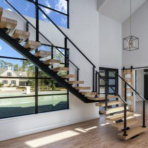 ЛМГО-15. Лестница забежная на косоуре со ступенями из дерева в стиле лофт