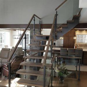ЛМГО-60. Забежная лестница в частном доме на 2-й этаж в стиле ловт