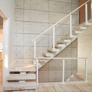 ЛМГО-65. Внутренняя угловая лестница с промежуточной площадкой