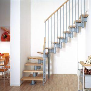 ЛМГО-75. Лестница с деревянными ступенями и перилами на металлическом каркасе