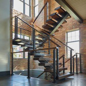 ЛМПО-95. Лофт лестница на металлическом косоуре буквой П