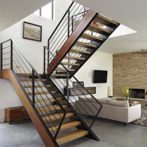ЛМПО-40. Лестница с деревянной отделкой на металлическом каркасе для частного дома