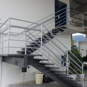 ЛМПО-65. Стальная лестница буквой П в классическом стиле