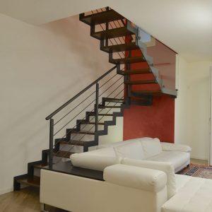 ЛМПО-80. Лестница буквой П в стиле лофт из металла и дерева