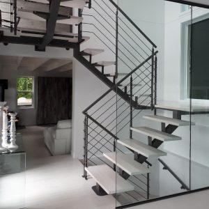 ЛМПО-85. Маршевая лестница буквой П с промежуточными площадками