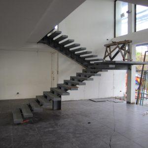ЛМПО-5. П-образная лестница с промежуточной для внутреннего помещения площадкой офисного здания