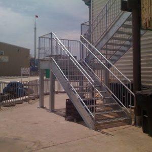 ЛМПО-10. Металлическая пожарно-эвакуационная лестница