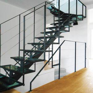 ЛМП-15. Лестница со стеклянными ступенями на металлическом каркасе