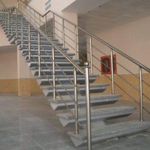 ЛМП-40. Лестница с бетонными ступенями на металлокаркасе