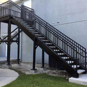 ЛМП-50. Лестница на второй этаж для пожарного выхода