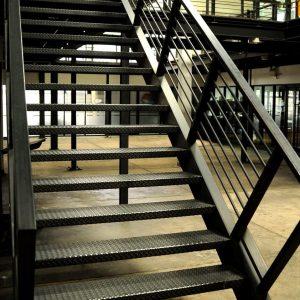 ЛМП-55. Внутренняя металлическая лестница на второй этаж