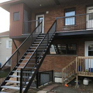 ЛМП-65. Металлическая уличная лестница на 2-й этаж дома