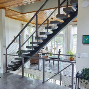 ЛМП-110. Внутренняя металлическая лестница для дома в стиле лофт