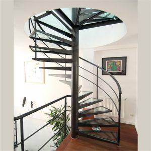 ЛМВ-75. Винтовая лестница из металла со стеклянными ступенями