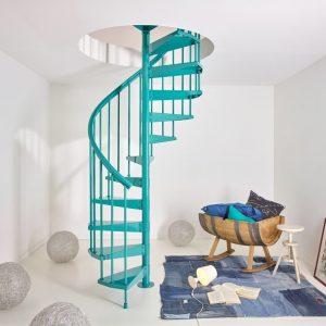 ЛМВ-110. Бирюзовая винтовая лестница в частном доме
