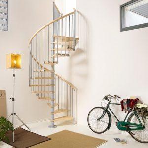 ЛМВ-115. Винтовая лестница в частном доме с деревянными ступенями