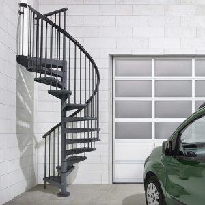 ЛМВ-40. Уличная винтовая лестница на металлокаркасе в классическом стиле